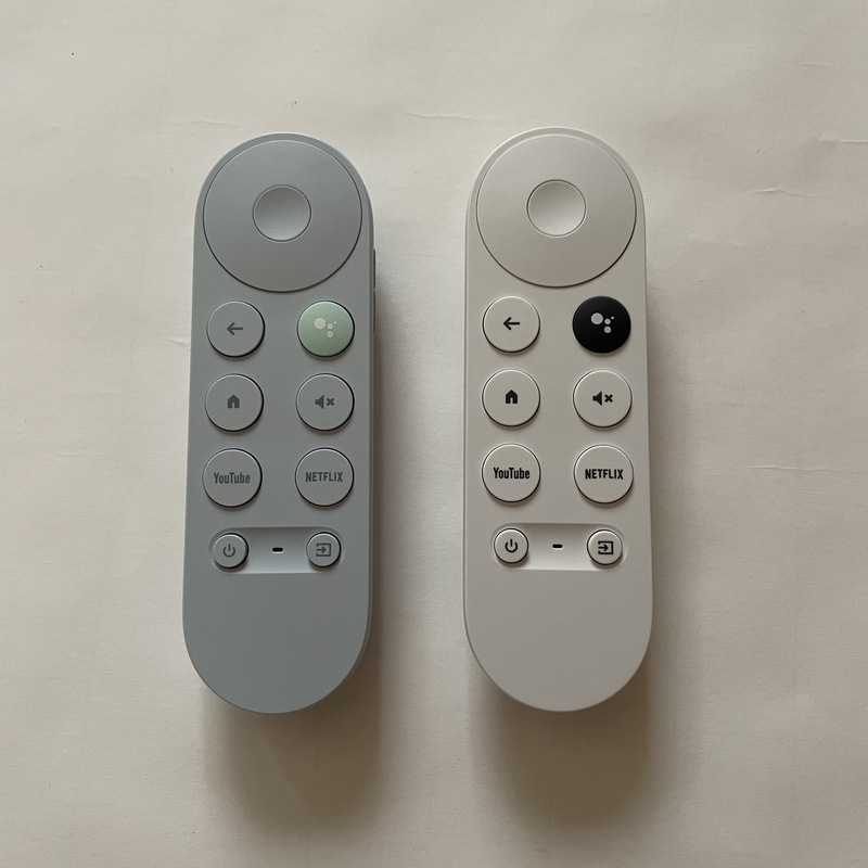 Chromecast with Google TVのリモコン(水色と白色)